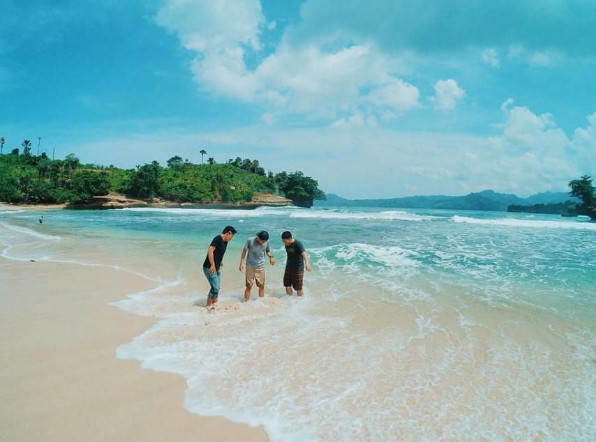 Fasilitas Pengunjung di Pantai Coro