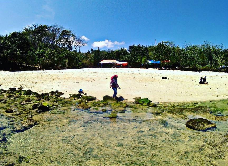 Keindahan Pantai Coro