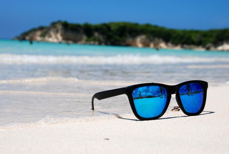 Siapkan kacamata atau Sunglasses