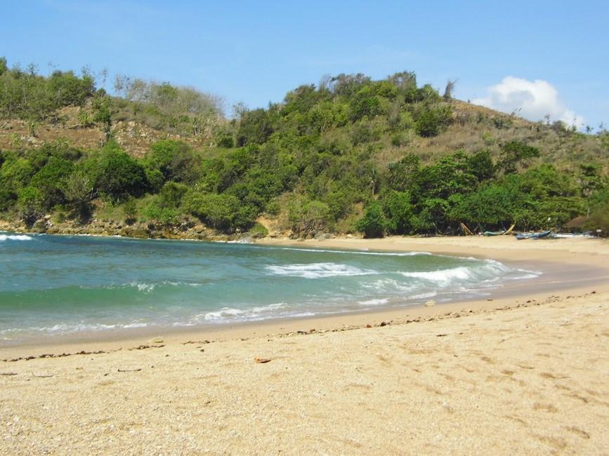 Keindahan Pantai Pangi Yang Belum Di Ketahui