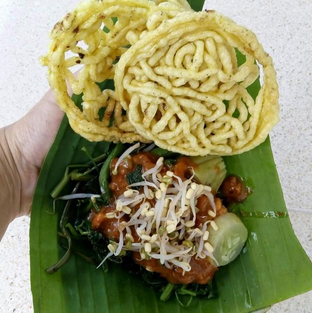 Rujak Daun Singkong