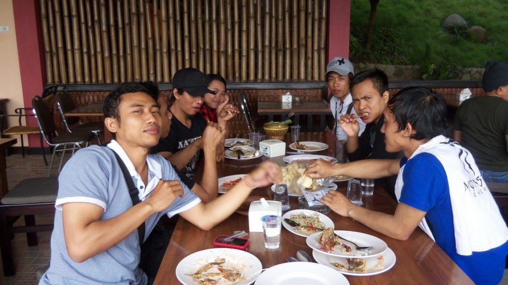 Kondisi rumah makan di Warung Desa Trawas