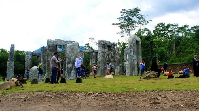 Stonehenge Jogja Ramai Dikunjungi